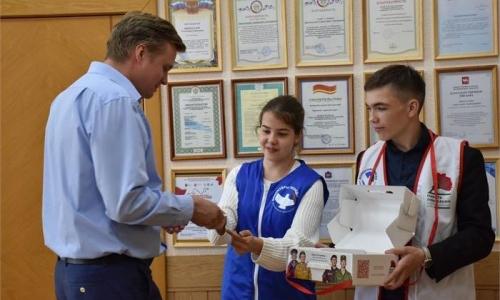 В Троицке состоялось благотворительное мероприятие «Красная гвоздика». Глава города принял участие во всероссийской акции