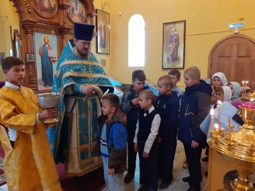 Для «прибавления ума». Молебен на начало нового учебного года в Троицкой епархии