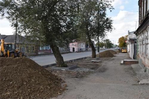 Хорошая инициатива от мэра Троицка: тротуар с обеих сторон плюс газон
