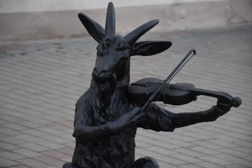 Троицк – постоянный заказчик. Каслинский завод изготовил для Троицка скульптуры, посвящённые баснописцу Крылову